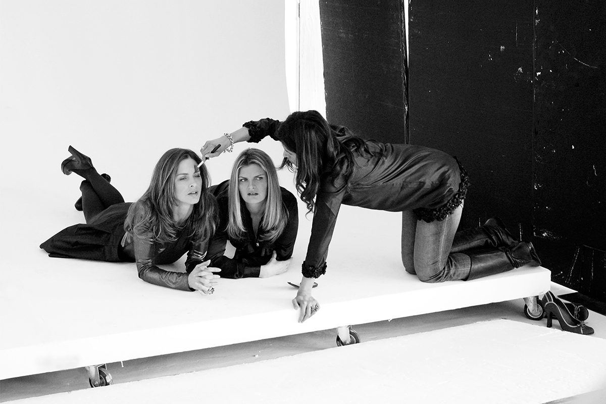 Trinny and Susannah at a fashion shoot, London, 2007. Photograph by David Rowley